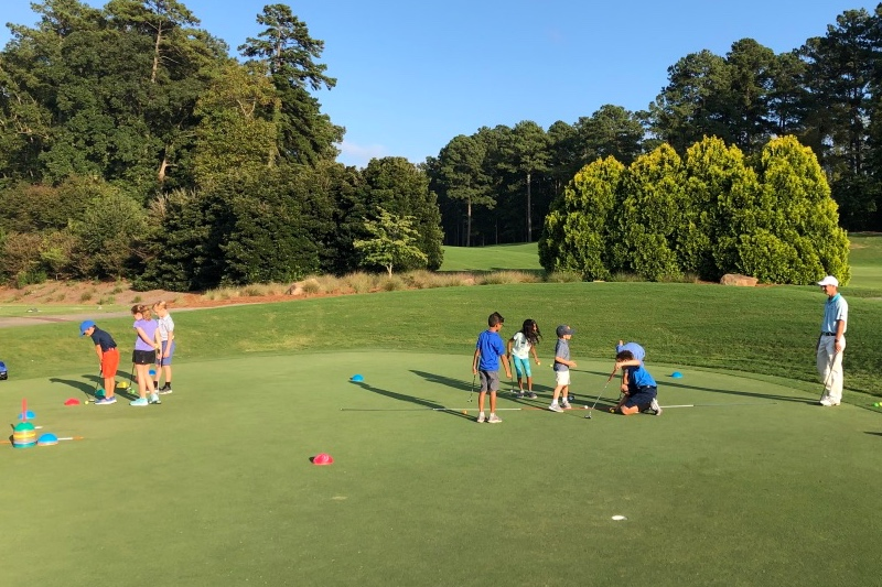 Fundamentals class doing putting game